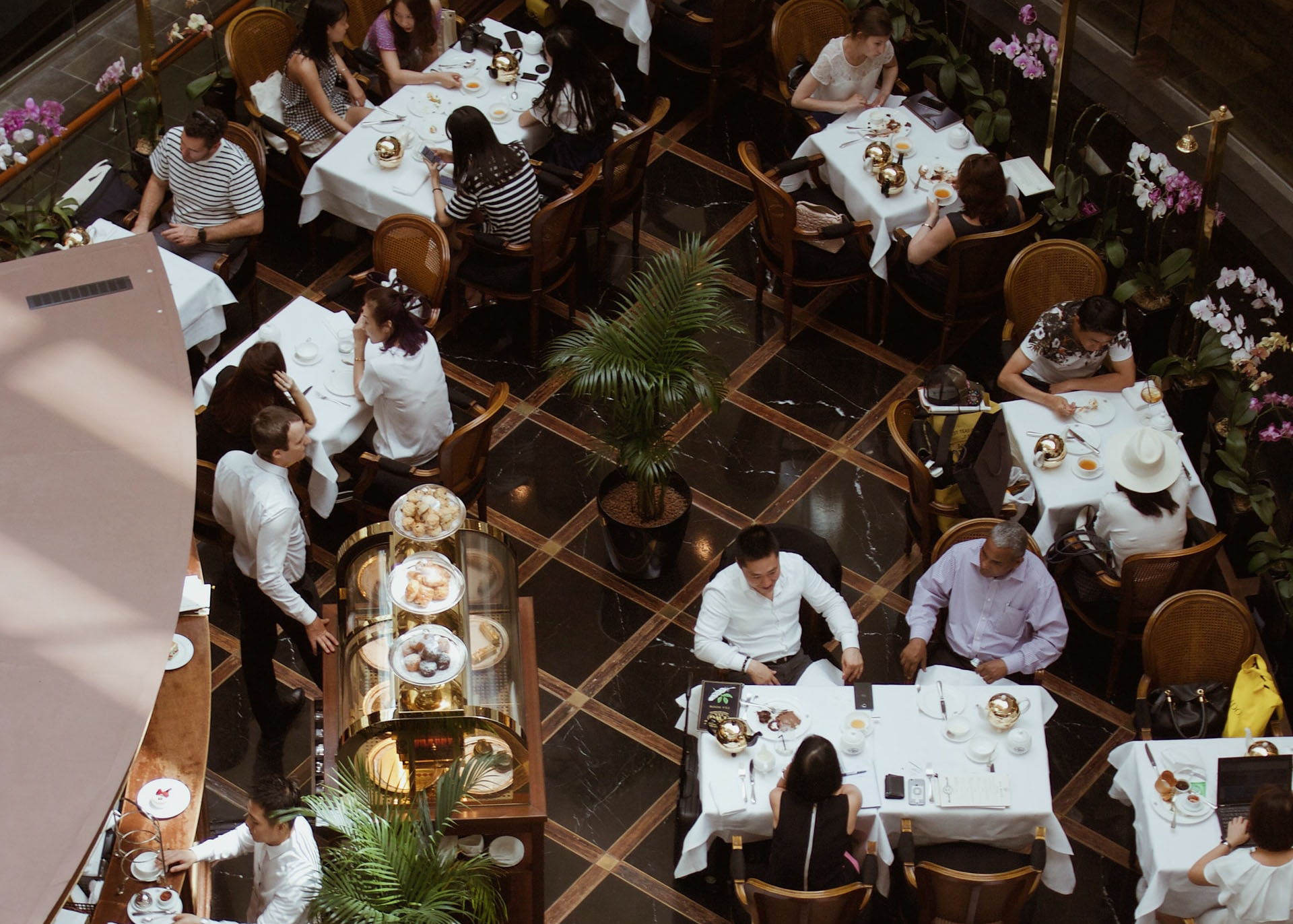 The Power of Proactive Support for Improving Restaurant & Retail Customer Experience